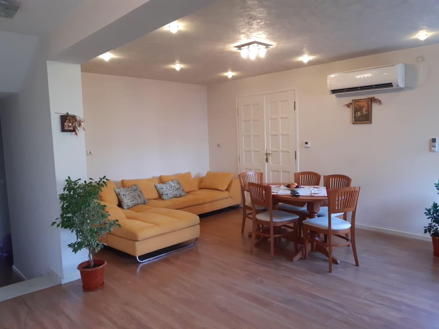 Четиристаен тухлен апартамент, приземен етаж, гараж, земя Пазарджик