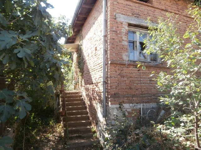 Къща с двор в село Калугерово