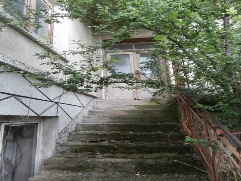 самостоятелна къща с.Сарая