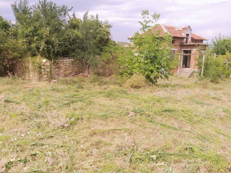 Самостоятелна къща в село Дъбравите