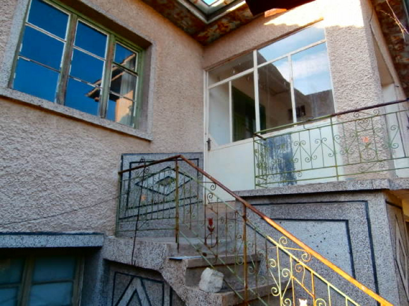 самостоятелна къща в село Левски