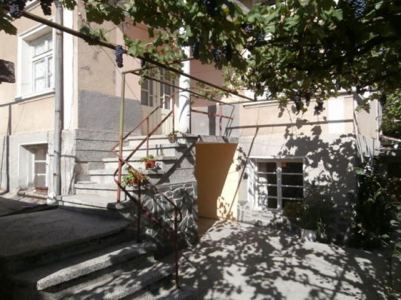 Самостоятелна къща в село Семчиново