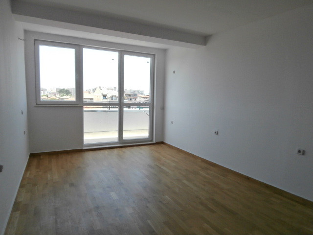 Тристаен апартамент и гараж ново строителство град Пазарджик