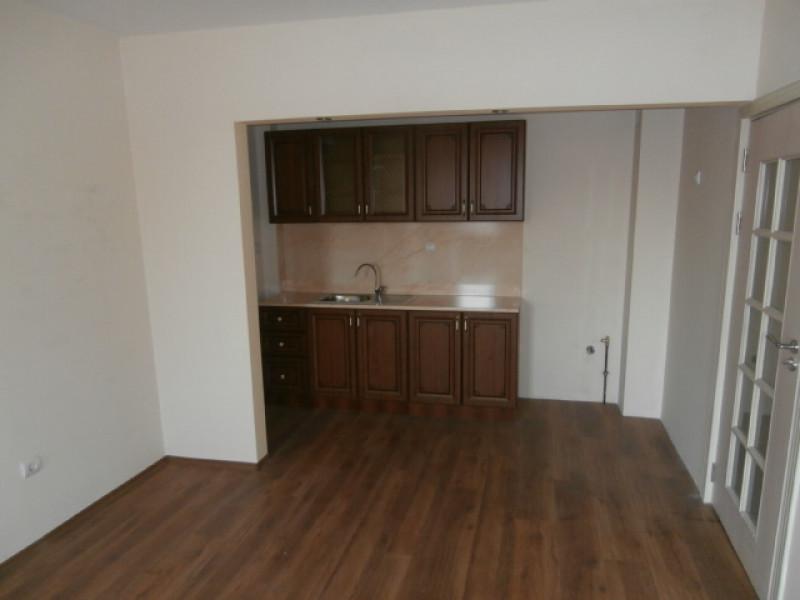 Тристаен апартамент ново стр-во. под наем