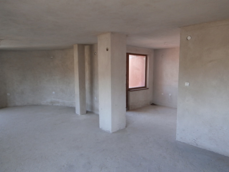 Тристаен апартамент във Велинград