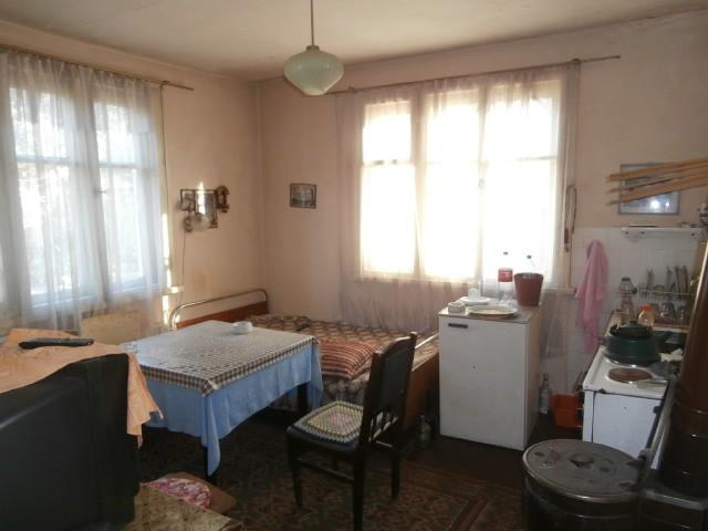 Къща с парцел в град Брацигово