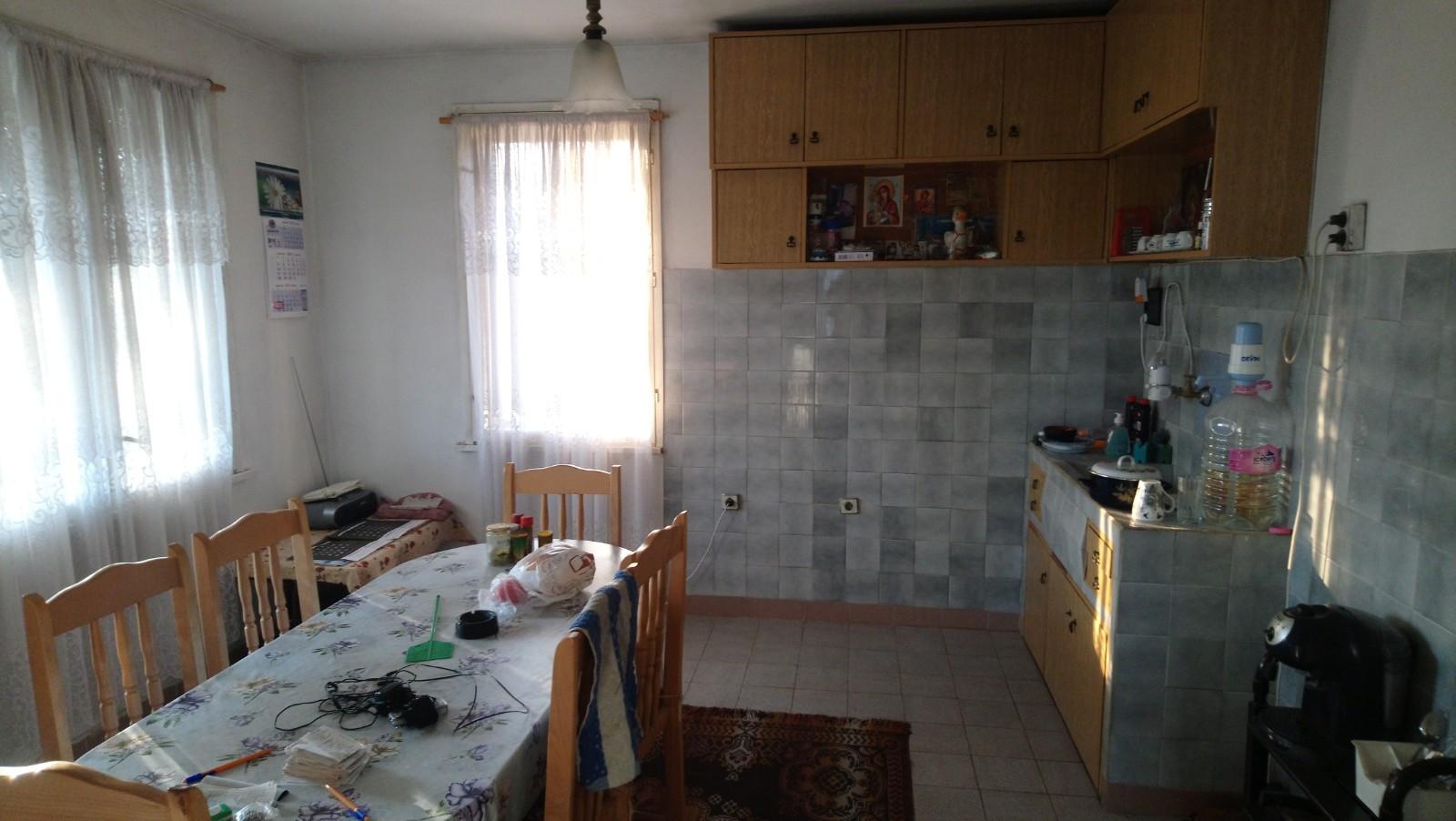Производствено-Складови помещения с къща в село Карабунар